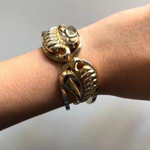 Jewelry - Vintage gold leaf design bracelet